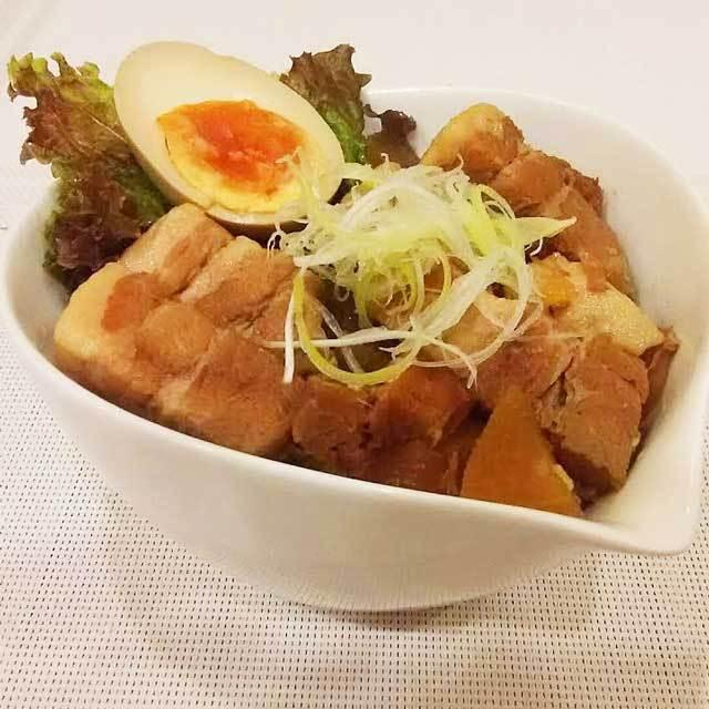 リネア特製   豚の角煮丼